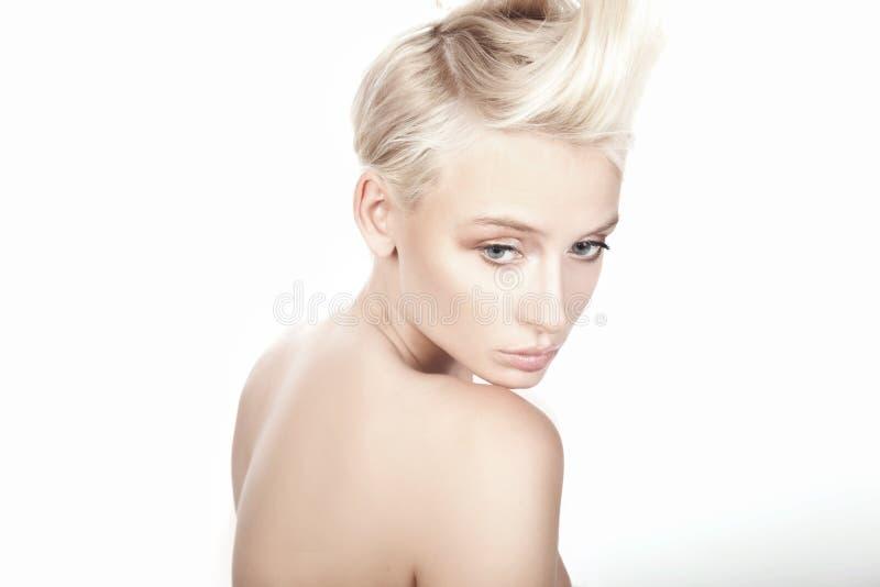 Junge schöne Blondine stockfotografie