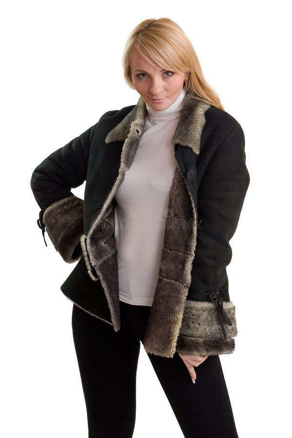 Junge schöne Frau in der Winterkleidung. stockfotos
