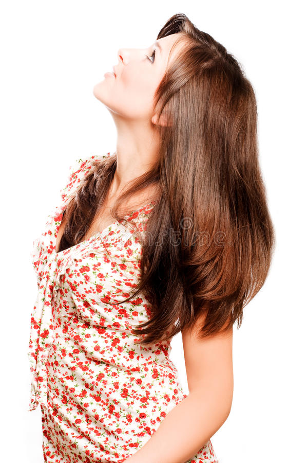 Junge schöne Frau mit den langen braunen Luxuxhaaren lizenzfreie stockfotos