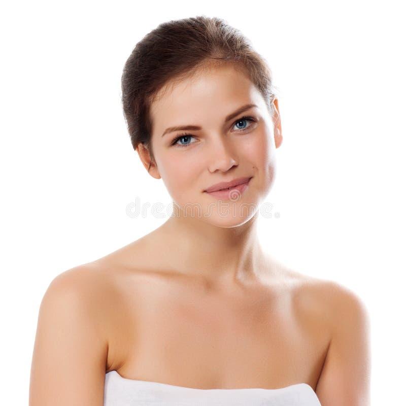 Junge schöne Frau mit gesunder Haut lizenzfreie stockfotos