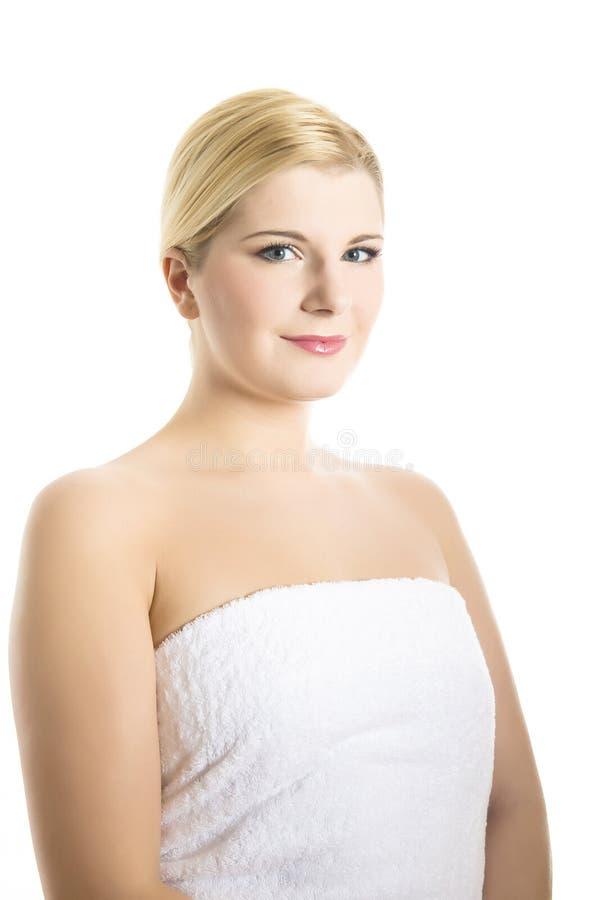 Junge schöne Frau mit reiner gesunder Haut lizenzfreies stockbild