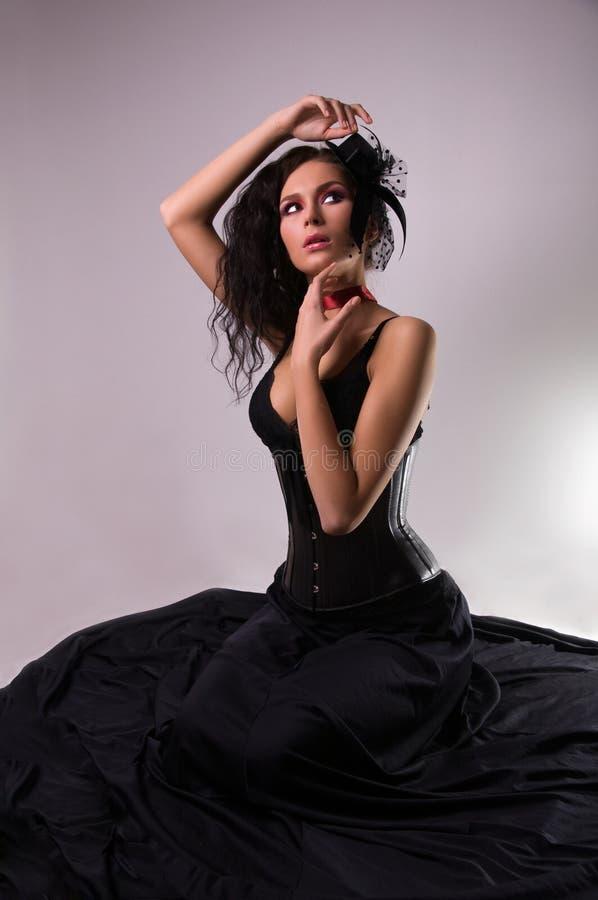 Junge schöne Frau in wenigem Hut. stockbilder