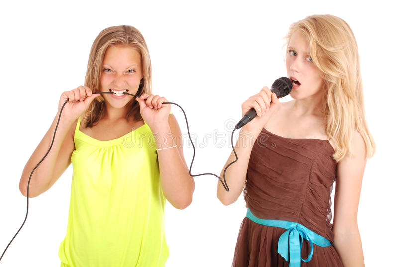 Junge schöne Jugendliche leitet Interviews mit dem Sänger lizenzfreies stockfoto