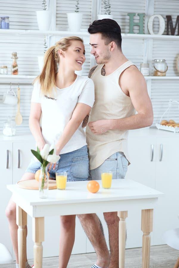 Spaß In Der Küche, Mit Einem Schwarzen Schwanz
