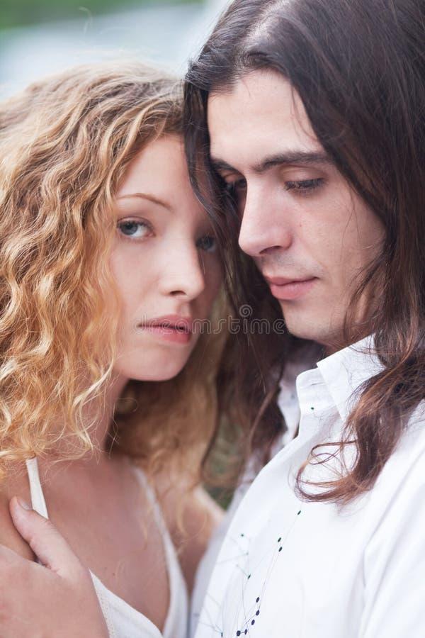 Junge schöne Paare stockfotografie