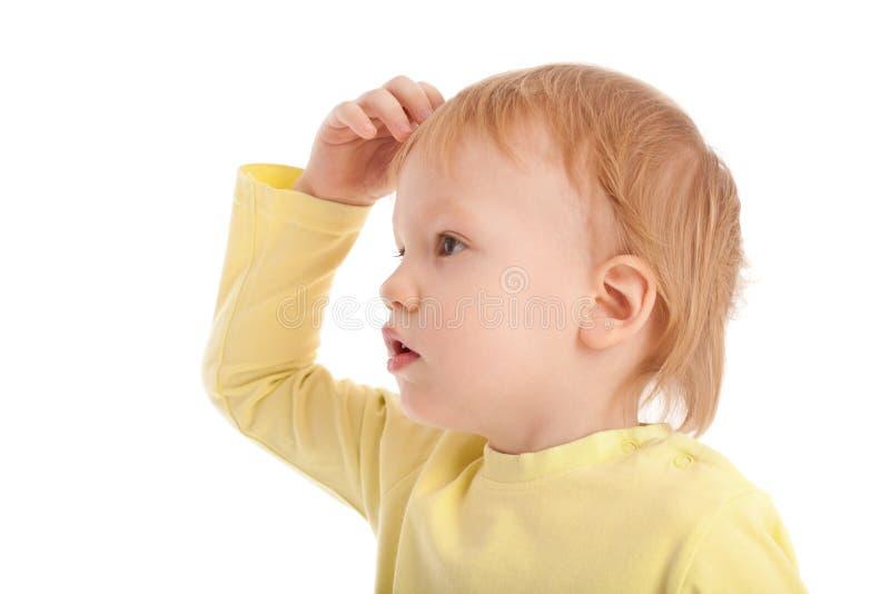 Junge schauen oben und Kratzer sein Kopf stockfotos