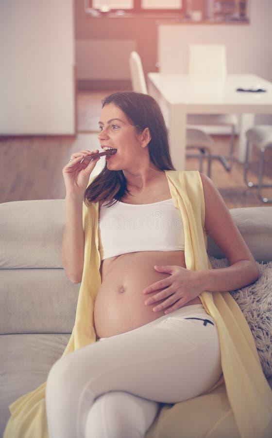 Junge-schwangere Frau stockbilder