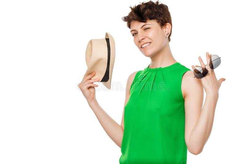 Junge sorglose Frau auf einer weißen Hintergrundaufstellung lizenzfreies stockfoto
