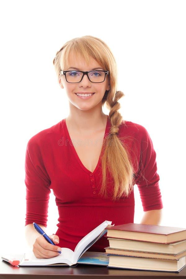 Junge Studentin in den Brillen mit Büchern stockfotos