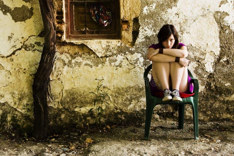 Junge traurige Frau stockfotografie