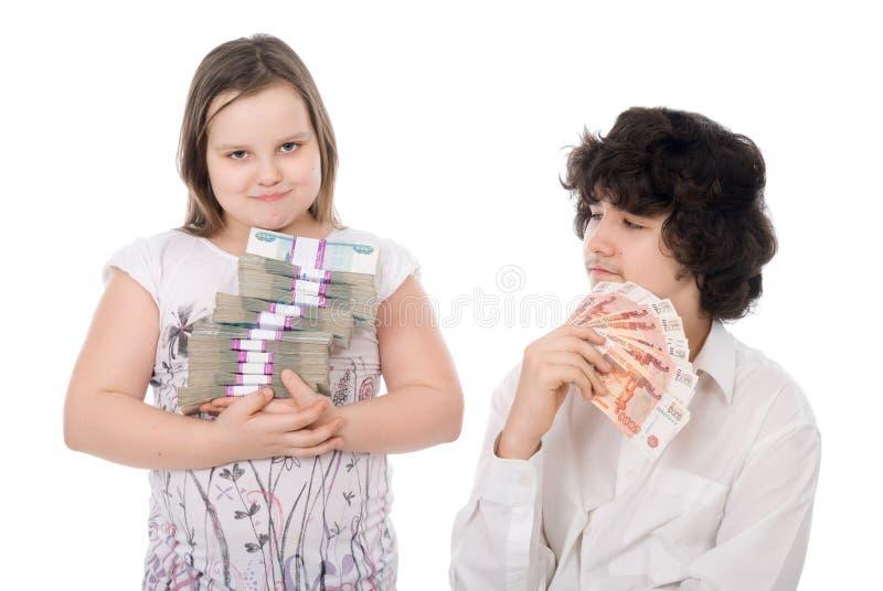 Junge und Mädchen mit Geld lizenzfreies stockbild