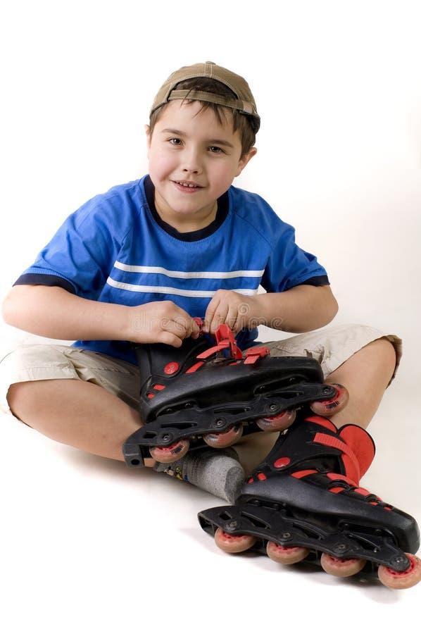 Junge und Rollen stockbilder