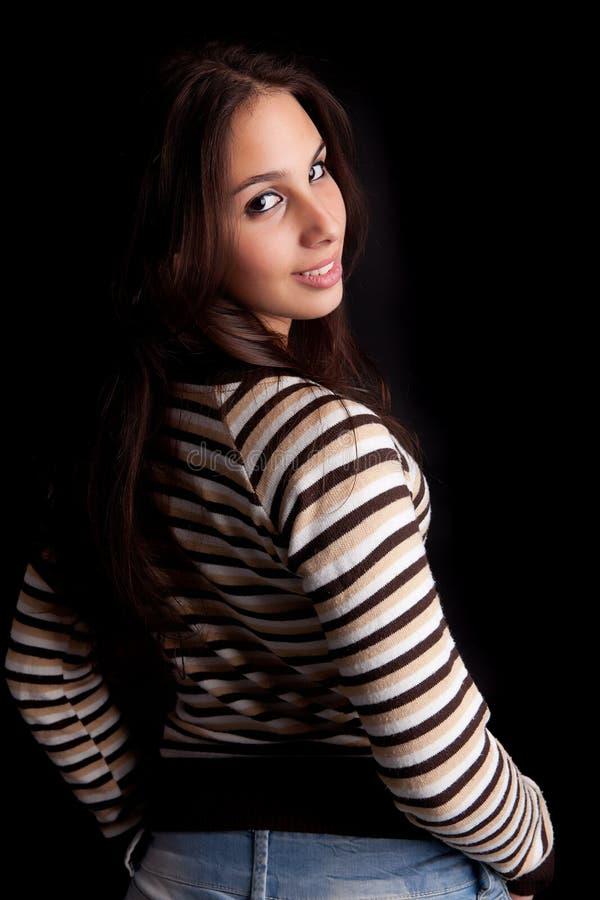 Junge und schöne Frauenaufstellung lizenzfreie stockfotografie