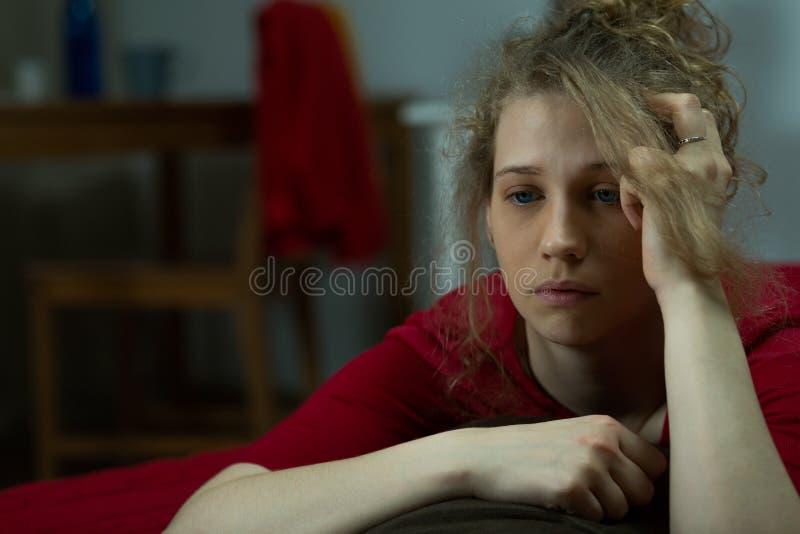 Junge Verzweiflungsfrau stockbilder