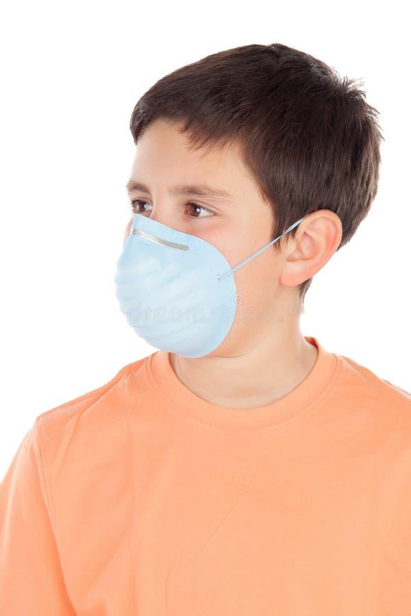 Junge von ungefähr zwölf mit Allergiemaske stockbilder