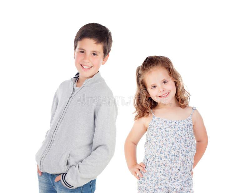 Junge zehn Jahre alt mit seiner kleinen Schwester stockfotografie