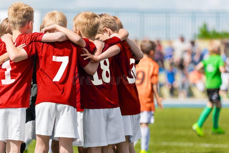 Jungen-Fußball-Team Kinderfußball-Akademie Kinderfußballspieler stockfotografie