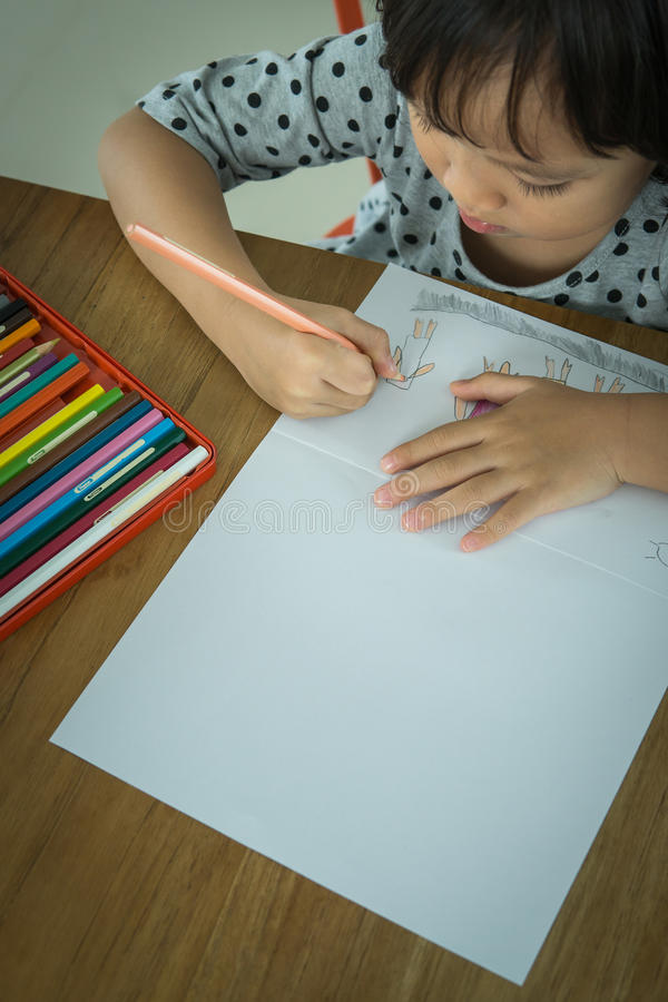Jungenabbildung und -zeichnung des Kindes drawing stockbild