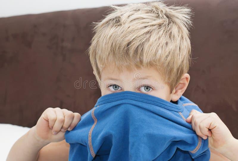 Jungenbehandlung lizenzfreie stockbilder