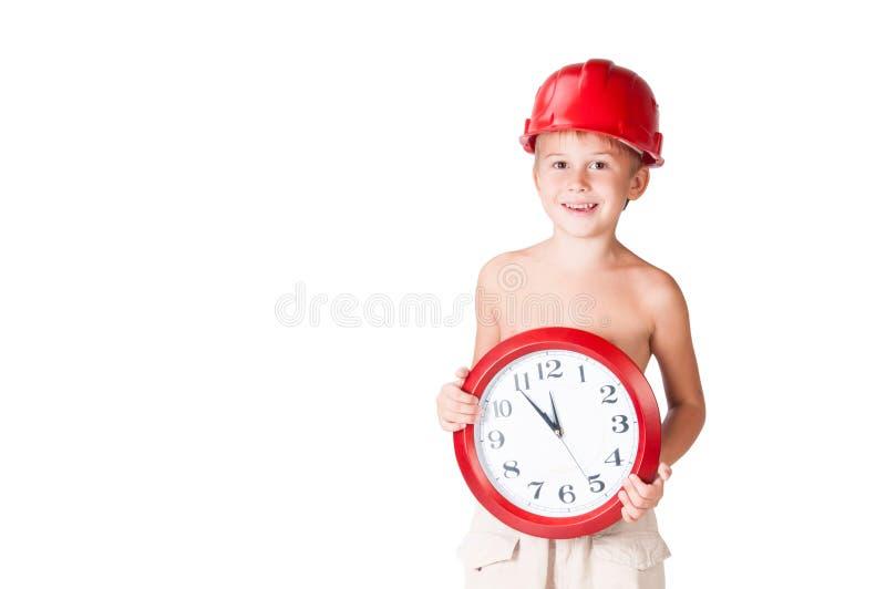 Jungenerbauer im Sturzhelm mit Uhr lizenzfreie stockfotografie