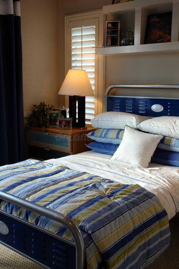 Jungenschlafzimmer stockfoto