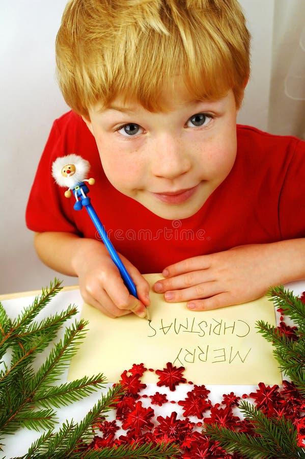 Jungenschreiben Weihnachtswünsche stockfoto