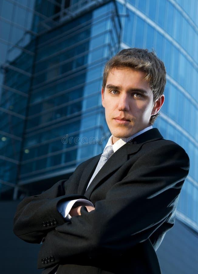Junger überzeugter Geschäftsmann stockfotos
