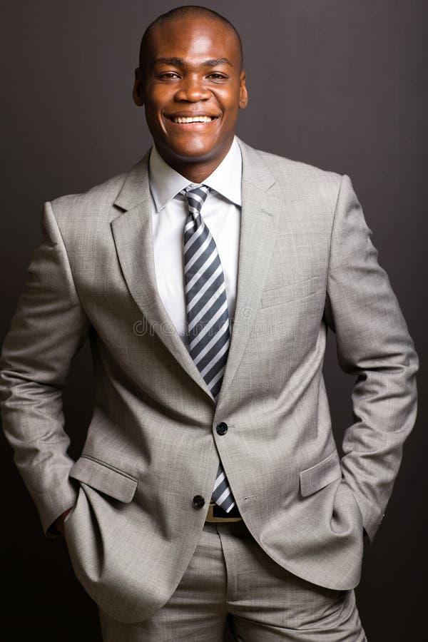 Junger afrikanischer Unternehmensleiter lizenzfreies stockfoto