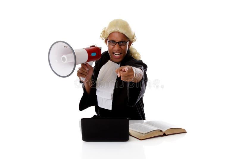 Junger amerikanischer Richtermann, beschuldigend stockfoto