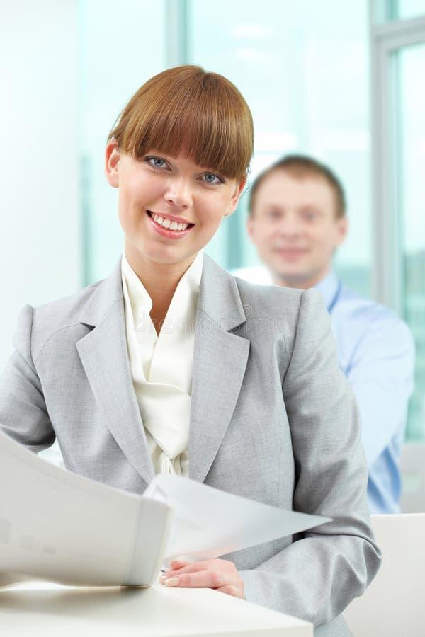 Junger Angestellter lizenzfreies stockbild