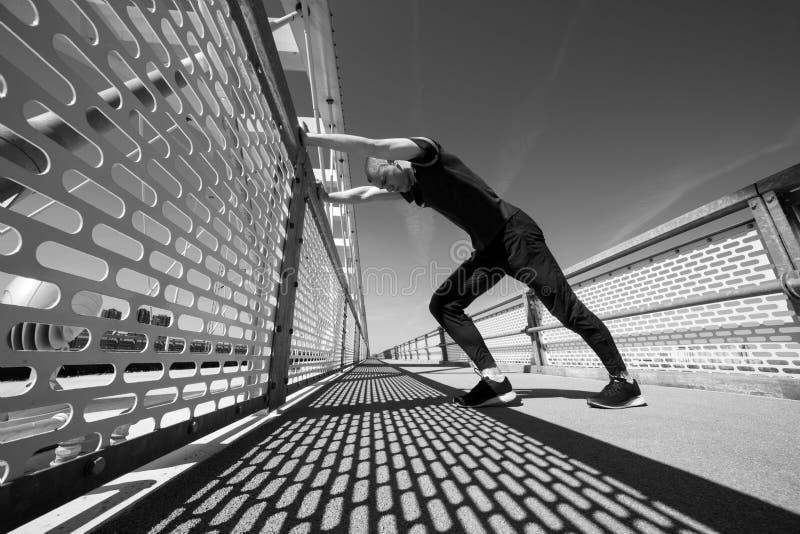 Junger Athlet Practicing Outdoor stockfotografie