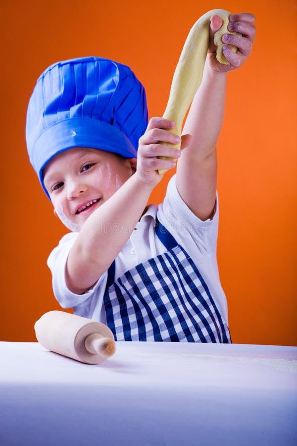 Junger Bäcker stockfoto