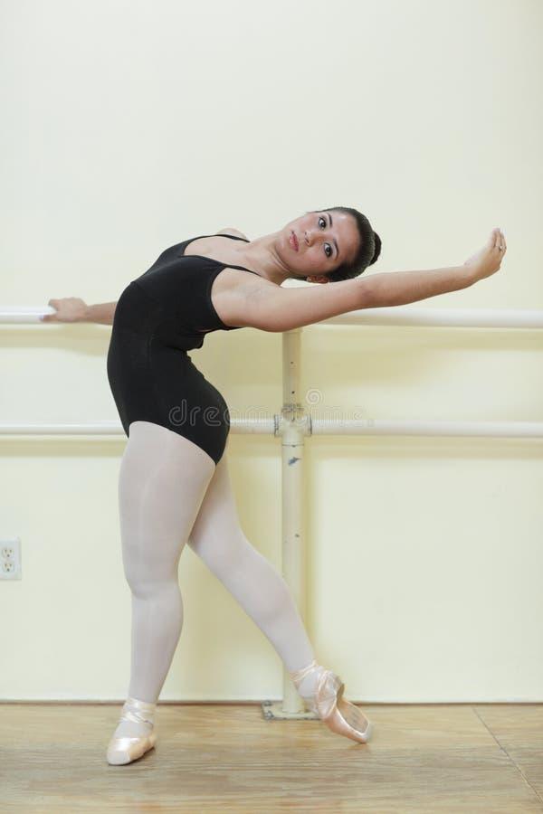 Junger Ballettkursteilnehmer lizenzfreies stockbild