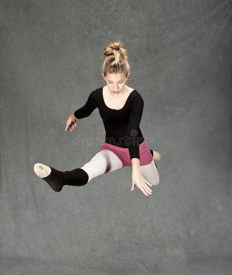 Junger Balletttänzer lizenzfreie stockbilder