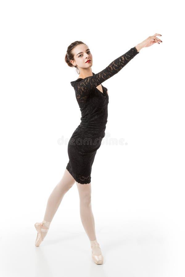Junger Balletttänzer in der eleganten Haltung stockfoto