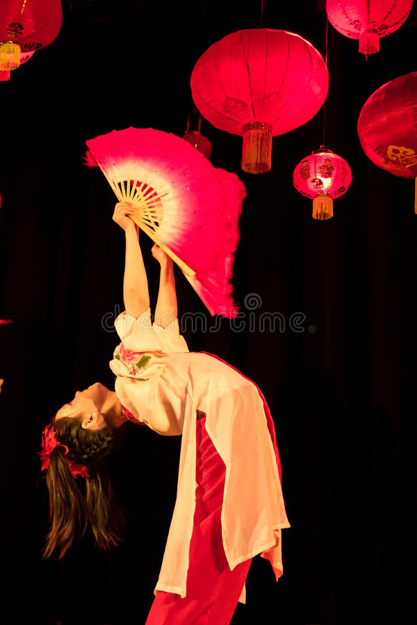 Junger chinesischer Tänzer. Chinesisches Frühlingsfest. Dublin lizenzfreies stockbild