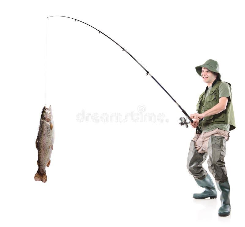 Junger euphorischer Fischer, der einen Fisch abfängt lizenzfreie stockfotos