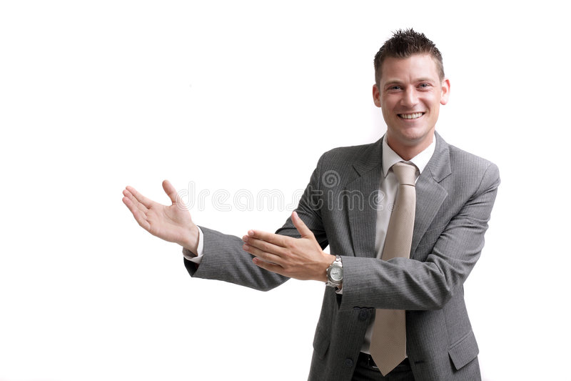 Junger freundlicher Geschäftsmann, der eine Darstellung gibt stockfoto