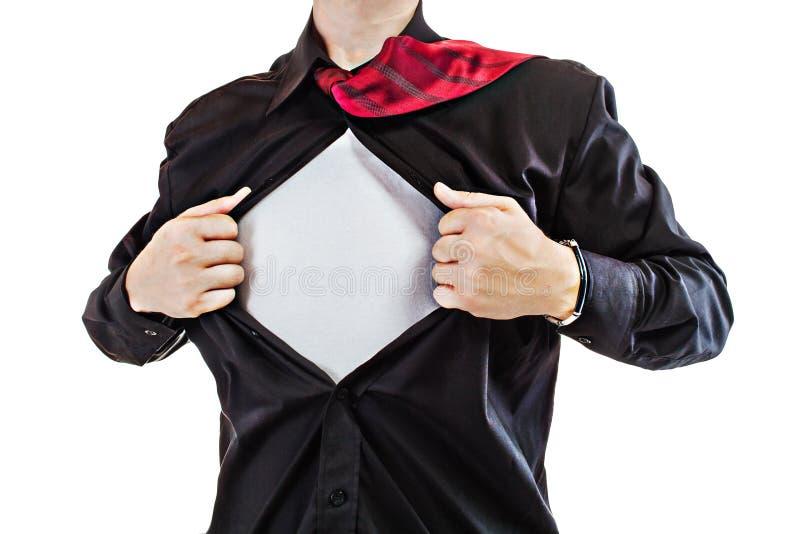 Junger Geschäftsmann, der eine Superheldklage aufdeckt stockfotografie