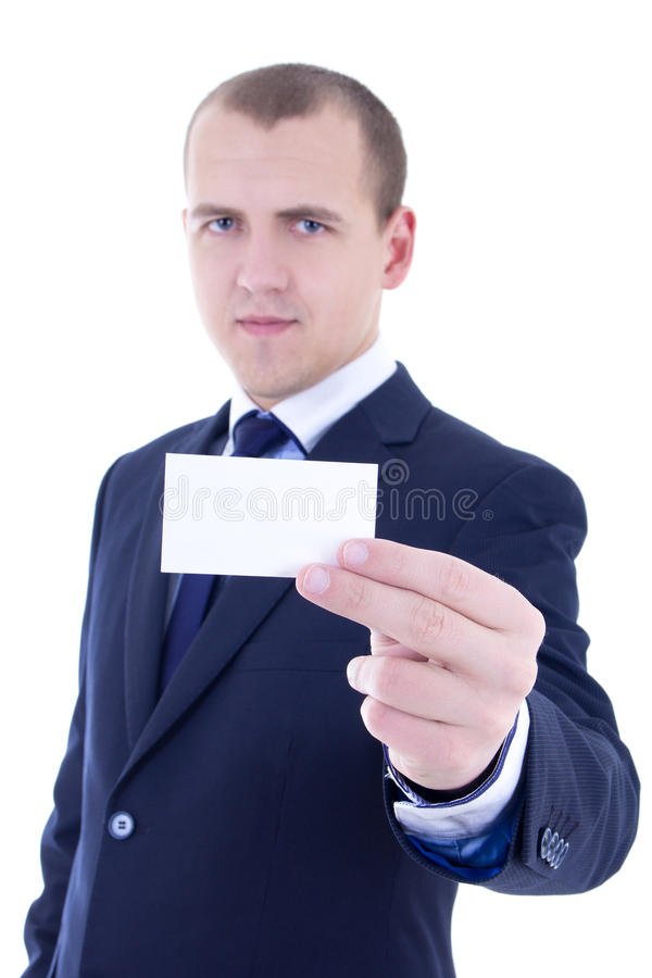Junger Geschäftsmann in der Klage, die Visitenkarte lokalisiert auf Whit hält lizenzfreies stockfoto