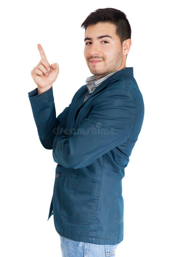 Junger Geschäftsmann, der oben auf weißen Hintergrund zeigt lizenzfreie stockfotos