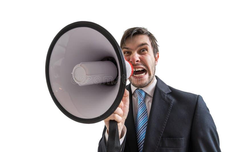 Junger Geschäftsmann kündigt eine Mitteilung an und schreit zum Megaphon Getrennt auf weißem Hintergrund lizenzfreie stockfotos