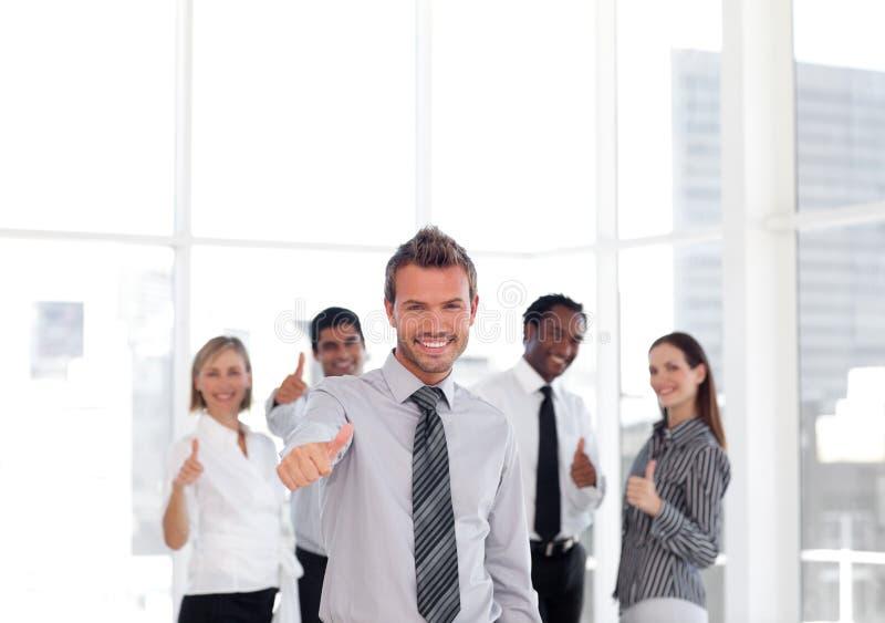 Download Junger Geschäftsmann Thumbs-up Stockbild - Bild von modern, portrait: 9098331