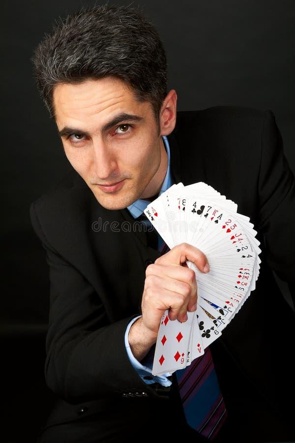 Junger glücklicher Spieler mit Karten stockbilder