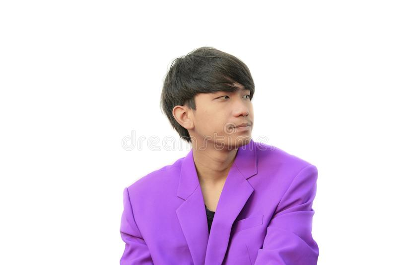 Junger hübscher Geschäftsmann des Porträts mit Showgefühlen auf weißem Hintergrund lizenzfreies stockbild