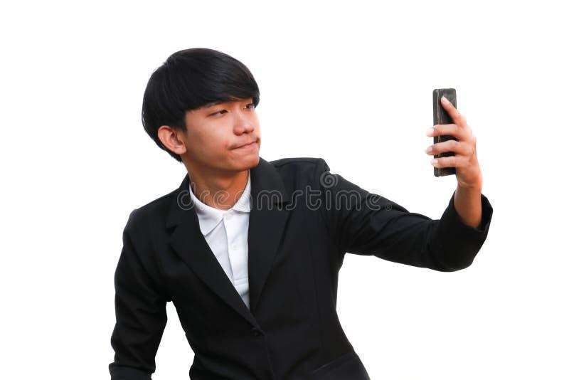 Junger hübscher Geschäftsmanngriff ein Telefonanruf auf weißem Hintergrund stockbild
