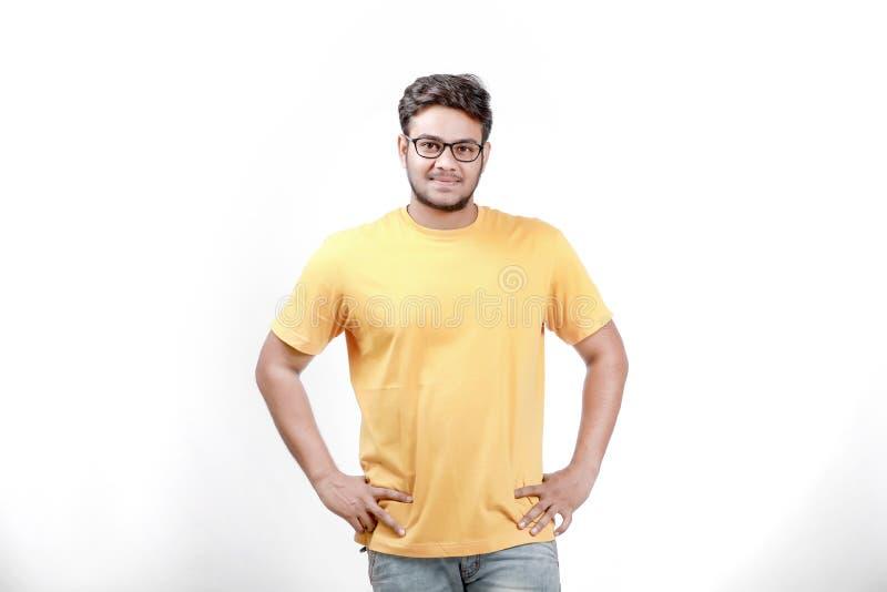Junger indischer Mann auf Schauspielen lizenzfreie stockfotografie
