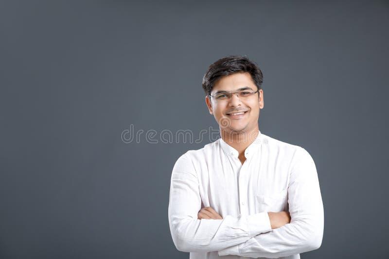 Junger indischer Mann lizenzfreie stockfotos