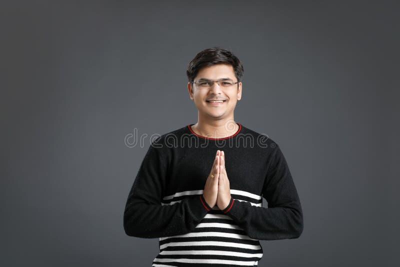 Junger indischer Mann stockbilder