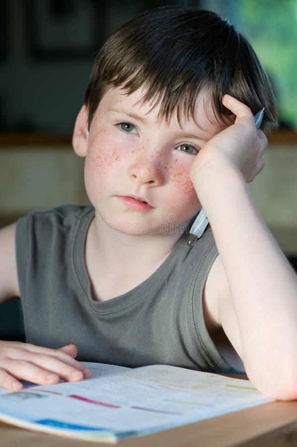 Junger Junge mit Freckle lizenzfreie stockbilder